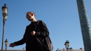 L'artiste performeur russe Piotr Pavlenski a été placé en garde à vue dans une enquête pour violences le 15 février.