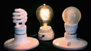 A União Europeia (UE) está empenhada em reduzir emissões de carbono, por isso as lâmpadas de halogêneo vão deixar de ser colocadas no mercado.