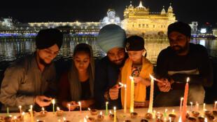 Des Sikhs, lors de festivités au Temple d'or d'Amritsar, le 27 octobre 2019.