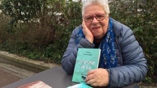 La poeta argentina Luisa Futoransky y su nuevo libro de poemas, 'Marchar de día'