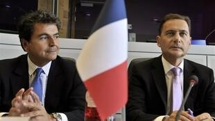 Europe Minister Pierre Lellouche (L) with Immigration Minister Eric  Besson (R)