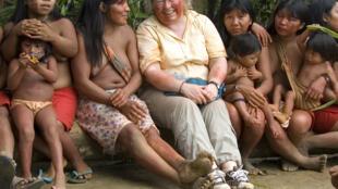Fiona Watson, con un grupo de indígenas Waiãpi en Brasil.