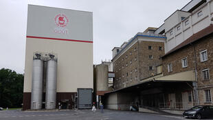 Des silos de la minoterie des Grands Moulins de Paris à Verneuil l'Etang.