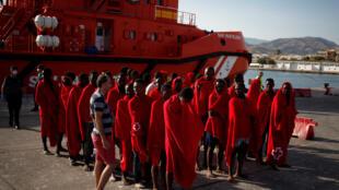 Мигранты, прибывшие в Испанию в июле 2017 года.