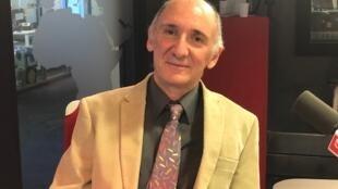 O maestro Isaac Chueke