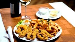 «Лягушатники»— так обидно называть французов придумали англичане. Авсе потому, что лапки лягушек— одно изтрадиционных истаринных блюд французской кухни.