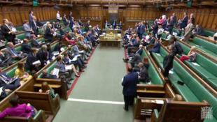 O novo ministro do Brexit, Dominic Raab, explica o plano do governo no Parlamento britânico.