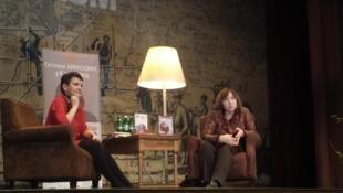 Лауреат Нобелевской премии по литературе Светлана Алексиевич (справа) и писательница и переводчица Оксана Забужко.