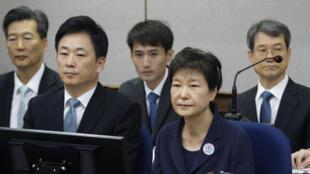 Cựu tổng thống Hàn Quốc bà Park Geun-hye trong phiên tòa, Seoul, ngày 23/05/2017