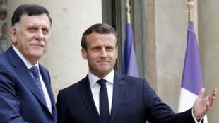Rais wa Ufaransa Emmanuel Macron amempokea Waziri Mkuu wa Libya Fayez-al-Sarraj katika ikulu ya Elysee Mei 8, 2019.