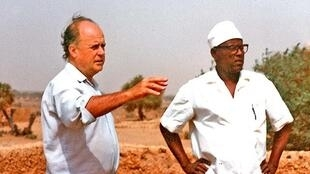 Jean Rouch et Damouré Zika en tournage au Niger, années 1970.