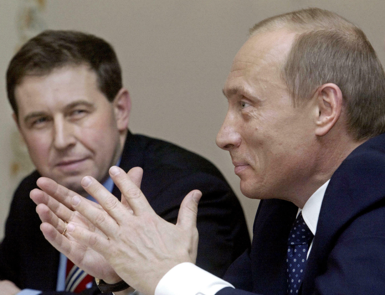 Владимир Путин и его советник по экономике Андрей Илларионов в Ново-Огарево 09 апреля 2004