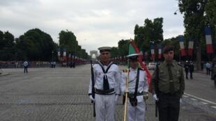 Três militares portugueses que participaram no defile militar de 14 de Julho