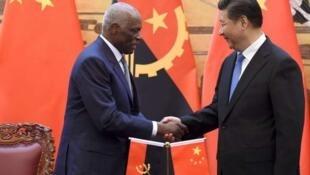 O presidente angolano José Eduardo dos Santos com o seu homólogo chinês Xi Jinping 9/6/15