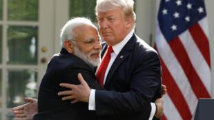 Tổng thống Mỹ Donald Trump (P) tiếp thủ tướng Ấn Độ Narendra Modi tại Vườn Hồng, Nhà Trắng, Washington DC, ngày 26/06/2017