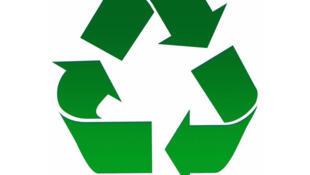 Le recyclage permet de réduire le volume des déchets et de mieux préserver les ressources naturelles.