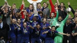 Manchester United venceu a Liga Europa ao bater na final o Ajax Amsterdam por 2 a 0, com gols de Pogba et Mkhitaryan.