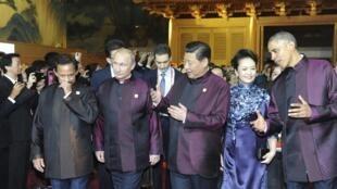 Султан Брунея, Владимир Путин, Си Цзиньпин с супругой и Барак Обама на саммите АТЭС в Пекине 10/11/2014