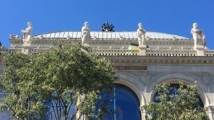 На фасаде театра Шатле снова можно видеть утерянные скульптуры четырех муз