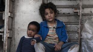 Boluatife Treasure Bankole (Yonas), née en novembre 2015 dans une famille d'immigrés expulsée depuis du Liban, et Zain al Rafeea (Zain), né en 2004 en Syrie, immigré en 2012 au Liban, dans le film « Capharnaüm », de la cinéaste libanaise Nadine Labaki.