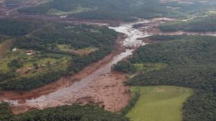 A zona sinistrada de Brumadinho, no Brasil, novamente em estado de alerta perante o risco de ruptura de outro digue mineiro.27.01.2019