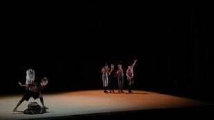 Escultura efémera da dança de Marco da Silva Ferreira