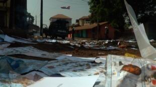 Makabiliano yalizuka kati ya maafisa wa polisi na waandamanaji katika baadhi ya maeneo ya mji wa Conakry yenye wafausi wengi wa upinzani wa Katiba mpya, Machi 22.