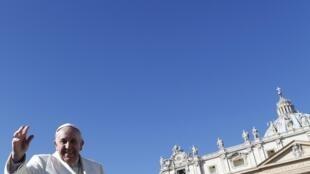 Papa Francisco nesta quarta-feira, 5 de março de 2014, na praça São Pedro, no Vaticano.