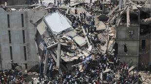 O exército do Bangladesh anunciou que encerrará as buscas nos escombros do prédio de nove andares.