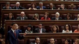 O líder do PSOE, Pedro Sánchez, durante discurso no parlamento espanhol.