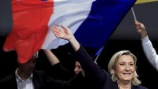 Marine Le Pen, líder da Frente Nacional, partido de extrema direita francesa, o movimento mais votado na 1a volta das eleições regionais deste domingo.