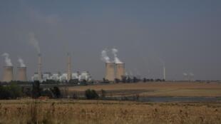 Les centrales thermiques de Kriel et de Matla, en Afrique du Sud, distantes de quelques kilomètres, le 19 septembre 2019.