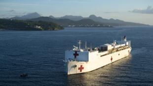 Le navire-hôpital américain «USNS Comfort», ici, ancré au large de Castries, à Sainte-Lucie, le 25 septembre 2019, est arrivé à Port-au-Prince pour sa mission médicale.