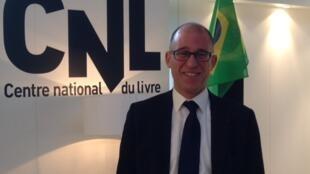 Professor de literatura brasileira no Departamento de Estudos Lusófonos da Universidade Paris-Sorbonne, José Leonardo Tonus