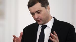 Considéré comme l'idéologue du Kremlin, Vladislav Sourkov (ici en décembre 2011) est remplacé au poste de conseiller de Vladimir Poutine.