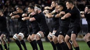 Đội tuyển New Zealand, All Blacks với điệu nhảy haka trước các cuộc tranh tài - Marty Melville / AFP