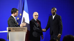 Lassana Bathily, who was granted French nationality, with Prime Minister Manuel Valls and Interior Minister Bernard Cazeneuve.