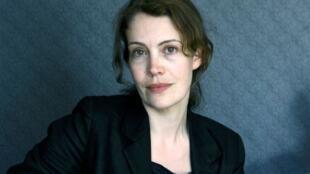 Photographie portrait de l'écrivaine Julie Douard.
