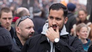 O ex-colaborador do Palácio do Eliseu, Alexandre Benalla (centro), durante os protestos do 1° de Maio na França.