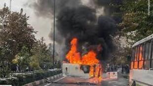 اعتراضات گسترده به گران شدن بنزین  و تخریب بانک ها و فروشگاه ها در ایران