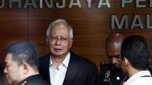 L'ancien Premier ministre Najib Razak arrive à la comission anti-corruption à Putrajaya en Malaisie, le 24 mai 2018.