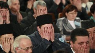 Assemblée de Tatars de Crimée. Prière collective, 29 mars 2014, à Bakhchisaray (Crimée).