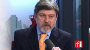Paulo de Oliveira Campos, embaixador do Brasil em Paris,