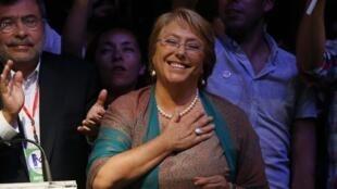 Michelle Bachelet después de su elección como presidenta de Chile, este 15 de diciembre de 2013 en Santiago.