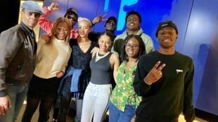 Claudy Siar, Vicky R, le groupe 4 Keus, Salomé je T'aime, Loïca Tuyindi et Célyne Fuselier, dans le Talk-Show Couleurs Tropicales.