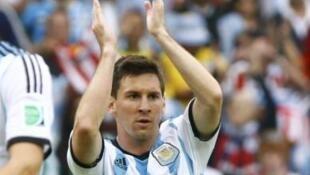 O atacane Lionel Messi marcou dois dos três gols no jogo contra a Nigéria no Beira-Rio.