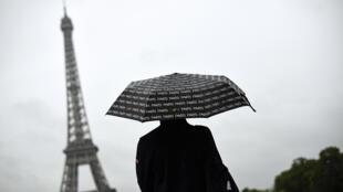 С начала этого года в Париже и его пригородах солнце светило всего 1 час 42 минуты.