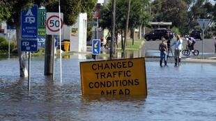 Rising flood waters start to engulf roads in the Victorian town of Horsham, 17 January 2011