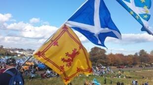 Manifestation pour l'indépendance de l'Écosse, à Holyrood Park à Édimbourg.