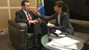 Jimmy Morales entrevistado por RFI en el Foro Económico Internacional para America Latina y el Caribe de la OCDE
